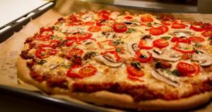 klassisk hjemmelaget pizza