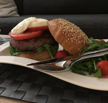 Hamburger med pesto og mozzarella