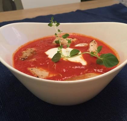 Het tomatsuppe med kylling