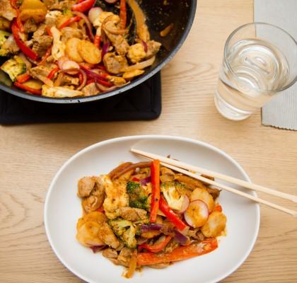 Wok av svin og red curry