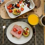 Bakt avokado med egg