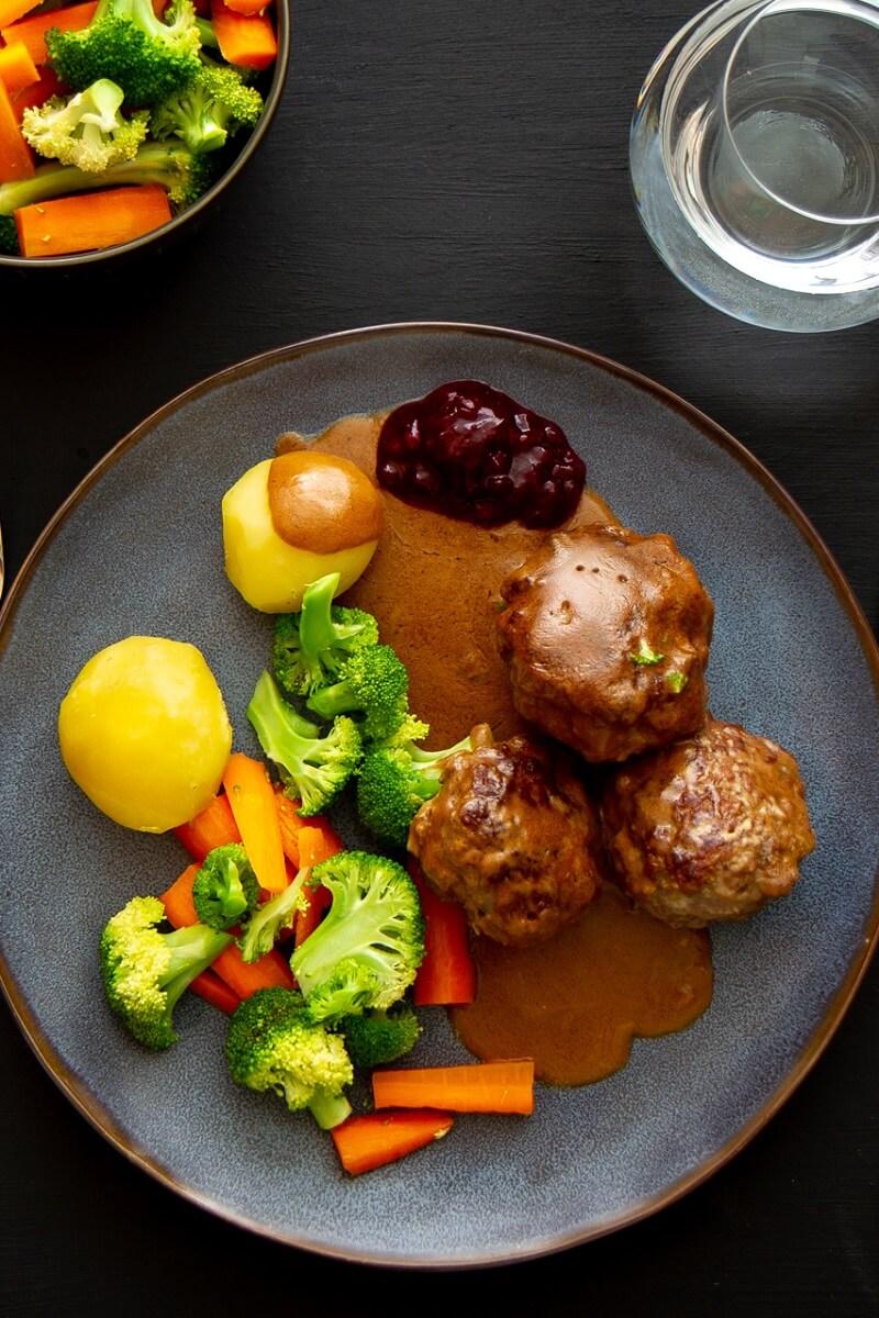 Hjemmelagede kjøttkaker av karbonadedeig