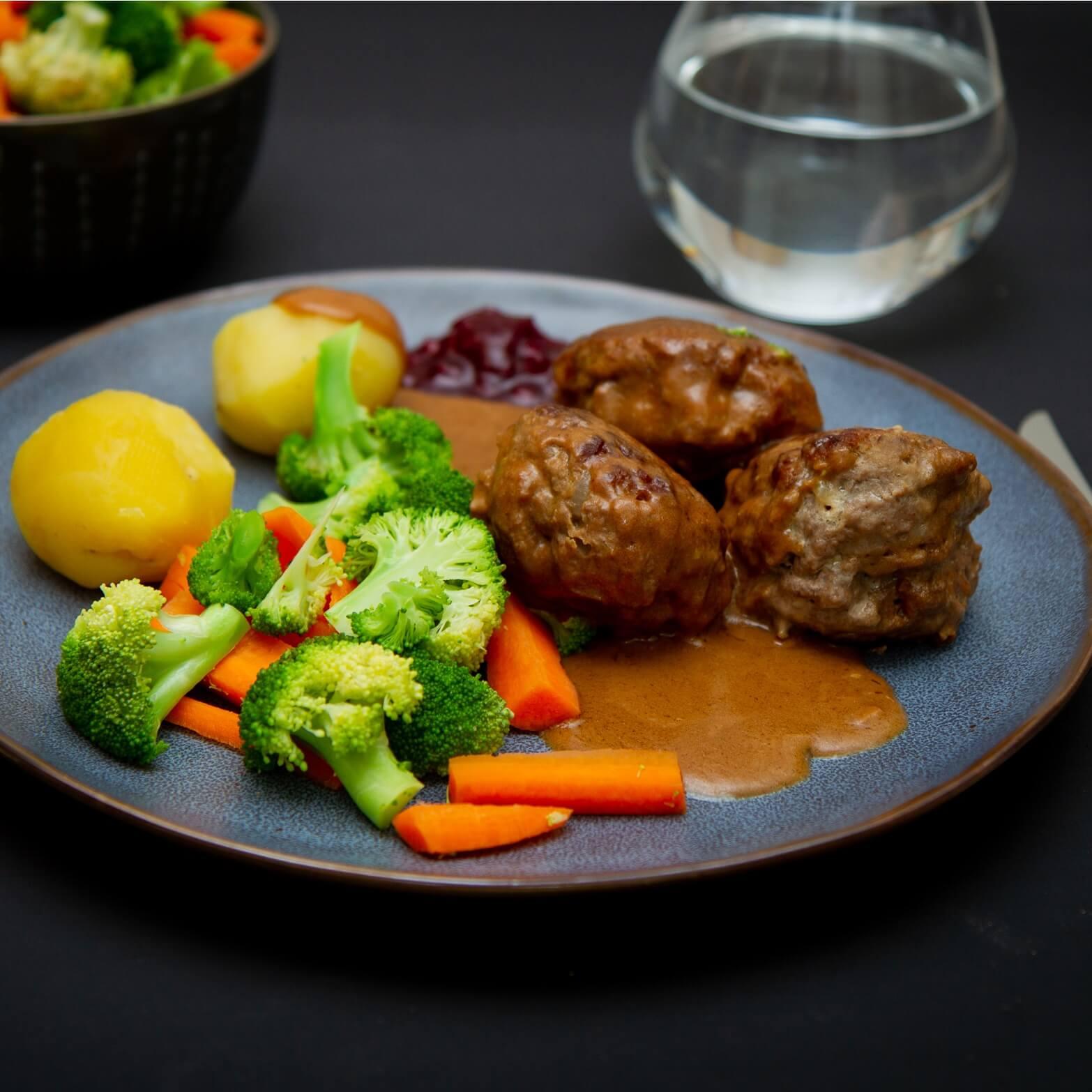 Hjemmelagede kjøttkaker i brun saus