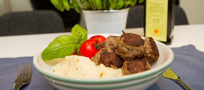 Greske kjøttboller med potet og pastinakkpure