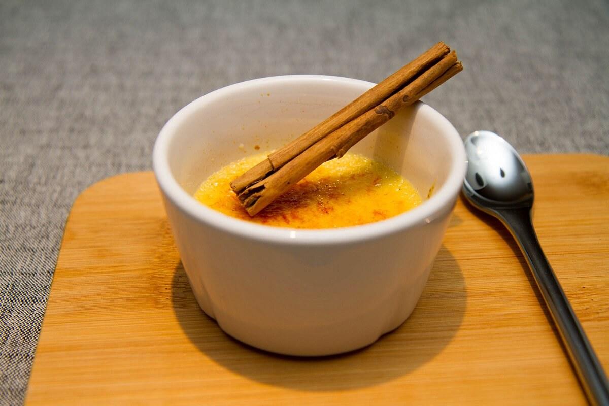 Creme Catalan med appelsin og kanel