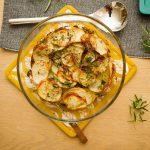 Ovnsbakte poteter med urter og hvitløk
