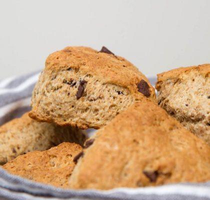 Grove scones med sjokoladebiter