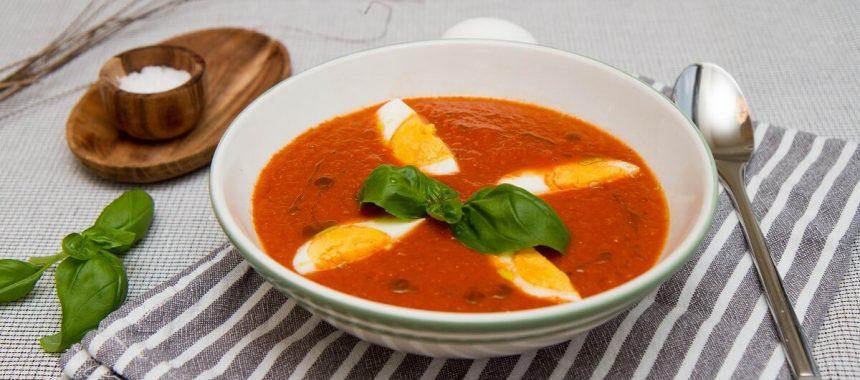 Hjemmelaget tomatsuppe med egg