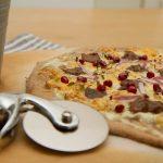 Hvit viltpizza med reinsdyrskav