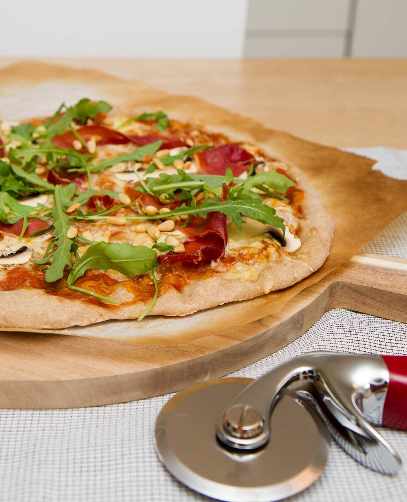 Pizza parma av surdeig