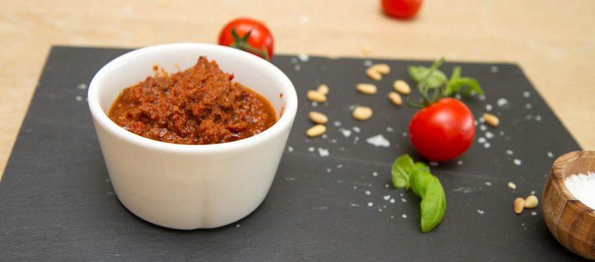 Rød pesto av soltørkede tomater