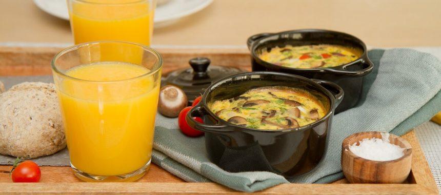 Ovnsbakt omelett med sopp, tomat og ost
