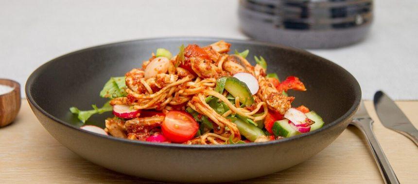 Spaghettisalat med kylling og soltørkede tomater
