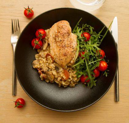 Byggotto med chorizo og tomat