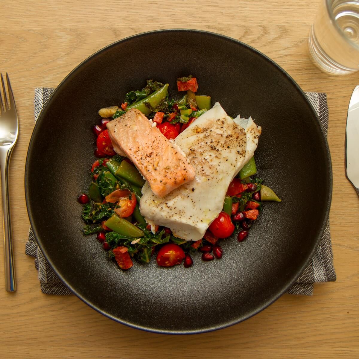 Ovnsbakt fisk med chorizo- og grønnkålsalat