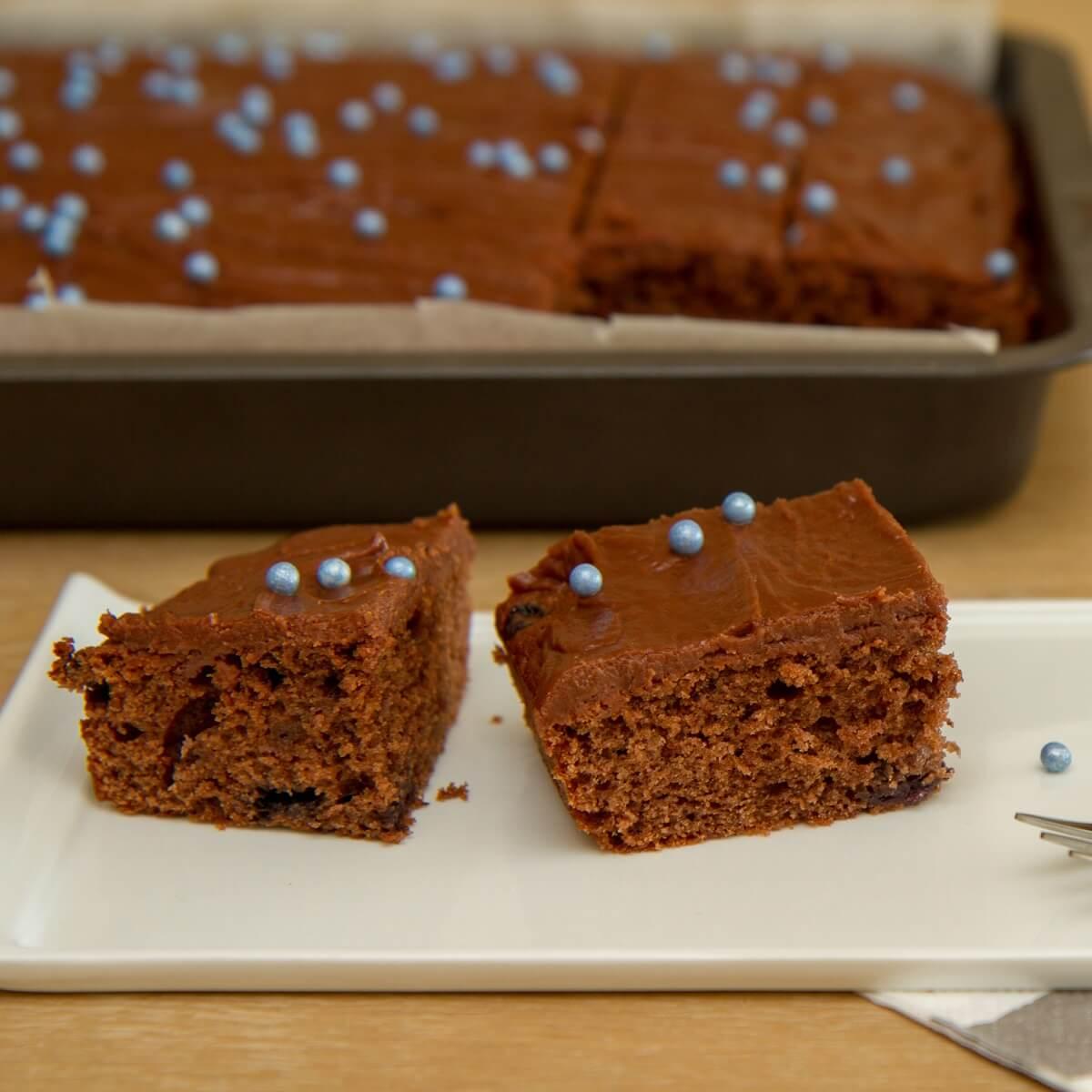 Skuffkake med blåbærbiola (sjokoladekake)