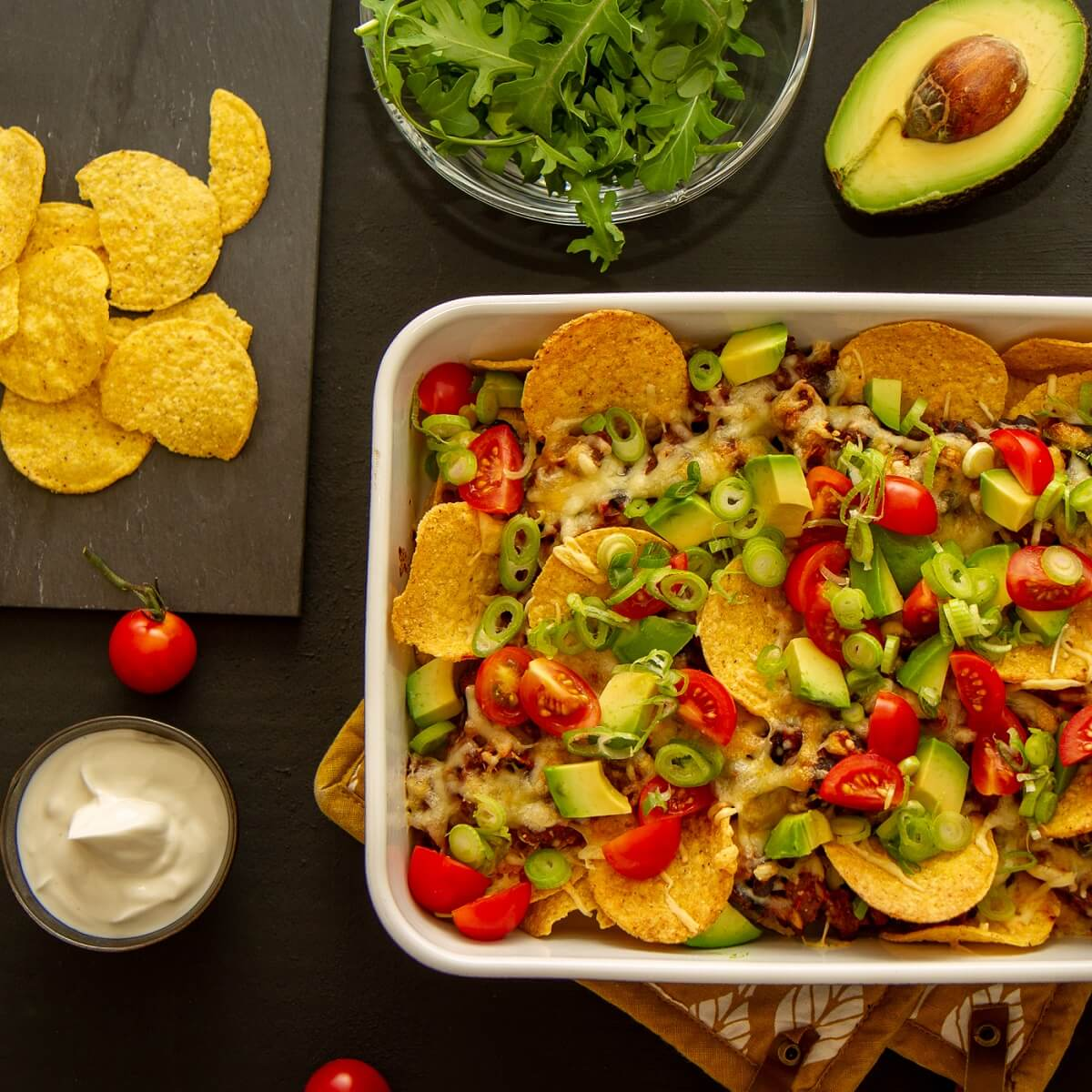 Nachosform med vårlåk, tomat og avokado