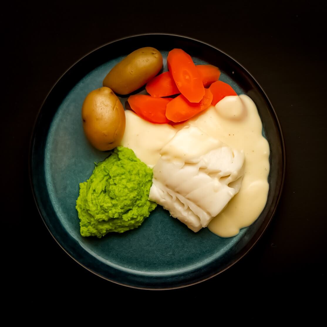 Skrei med hvitsaus og gulrot