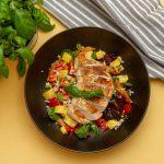 Lettvint kyllingsalat med rød pesto