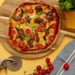 Pizza med marinerte biffstrimler